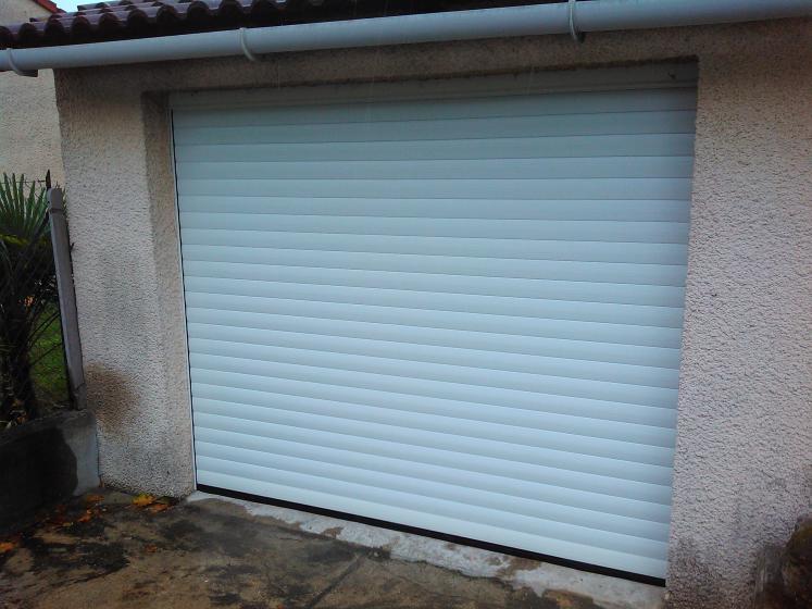 Porte de garage enroulable coffre exterieur porte de for Fabricant de porte de garage enroulable